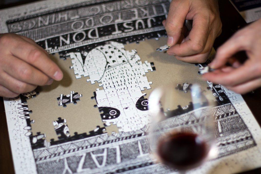 Maja Safstrom Pucle puzzle v drevenom rame, ktore sa daju zavesit na stenu ako bytový doplnok